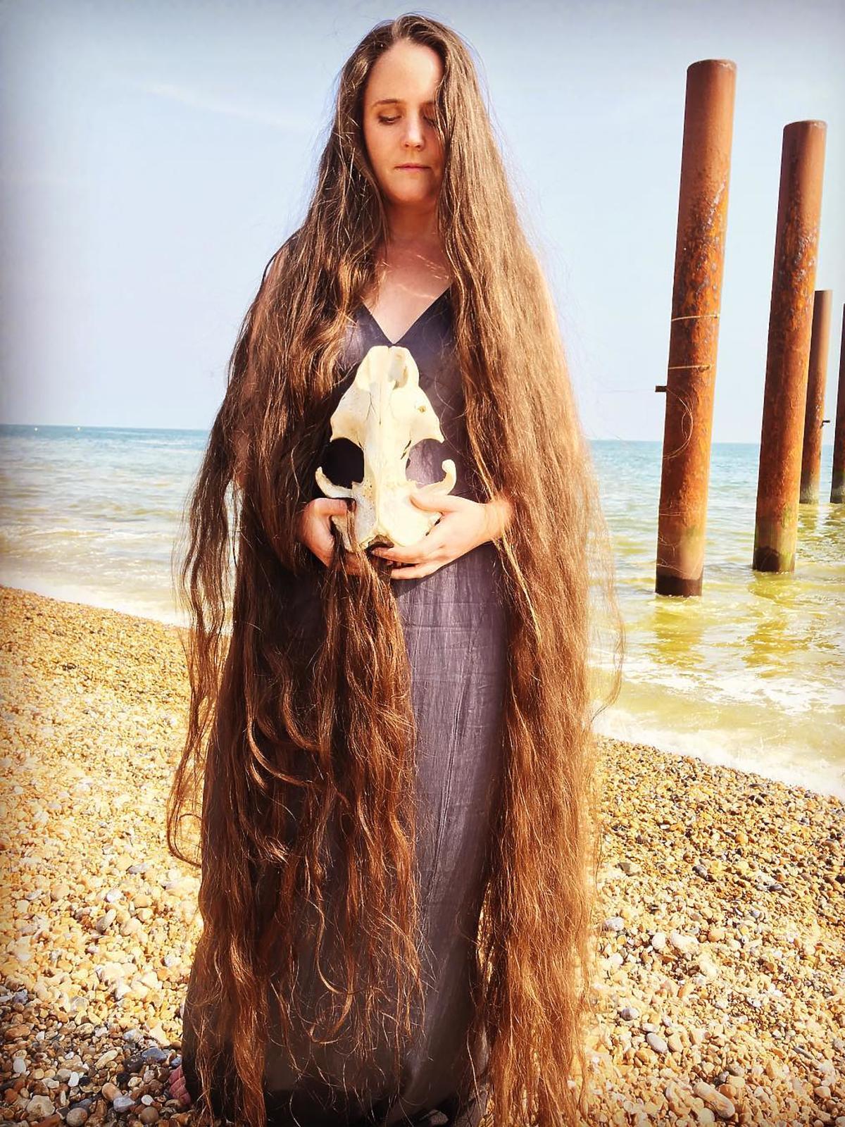 Frankie Cluney nie myła włosów od 13 roku życia