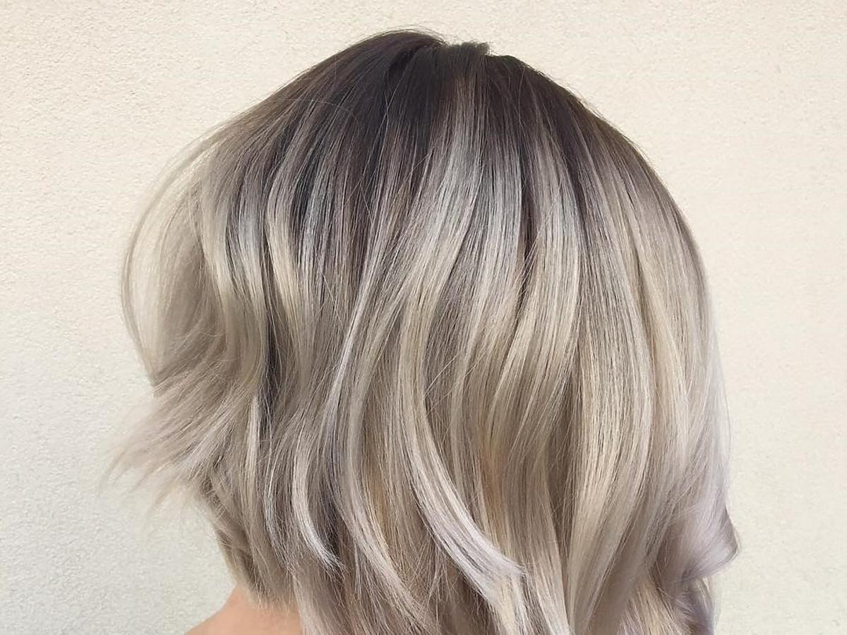 Modne fryzury: A Line Bob z przeciągniętym odrostem