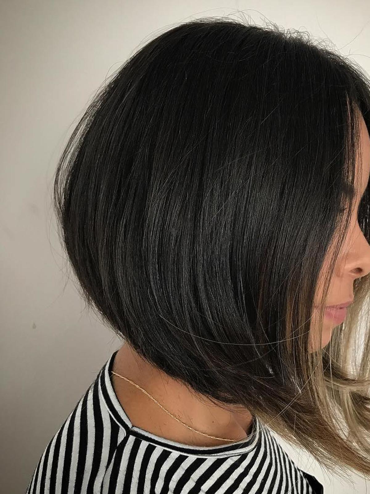 Modne fryzury: A Line Bob z mocno wysuniętymi pasmami