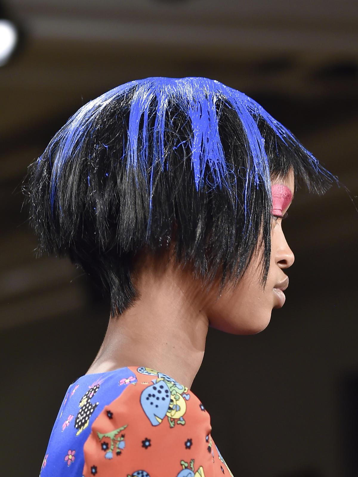 Kolorowe włosy Scott - trendy we fryzurach na jesień 2015