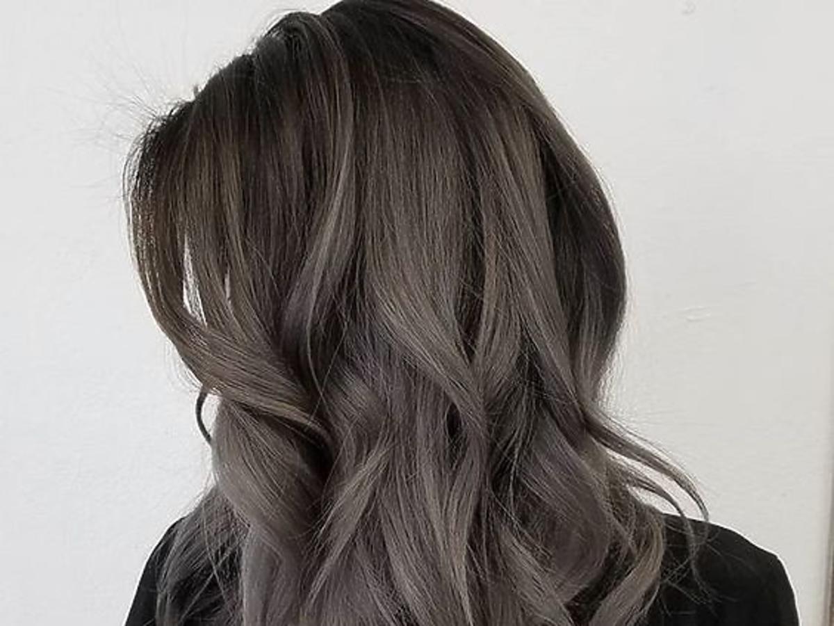 Smoky highlights, czyli efekt przydymionych włosów