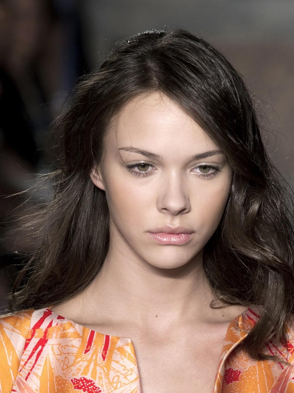 Falowane włosy na wiosnę 2014, Mila Schon