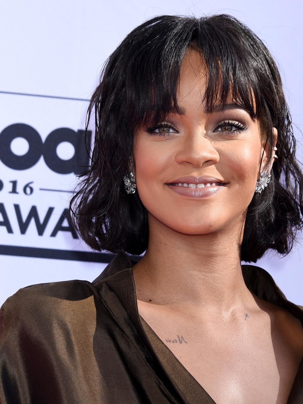 Rihanna z grzywką