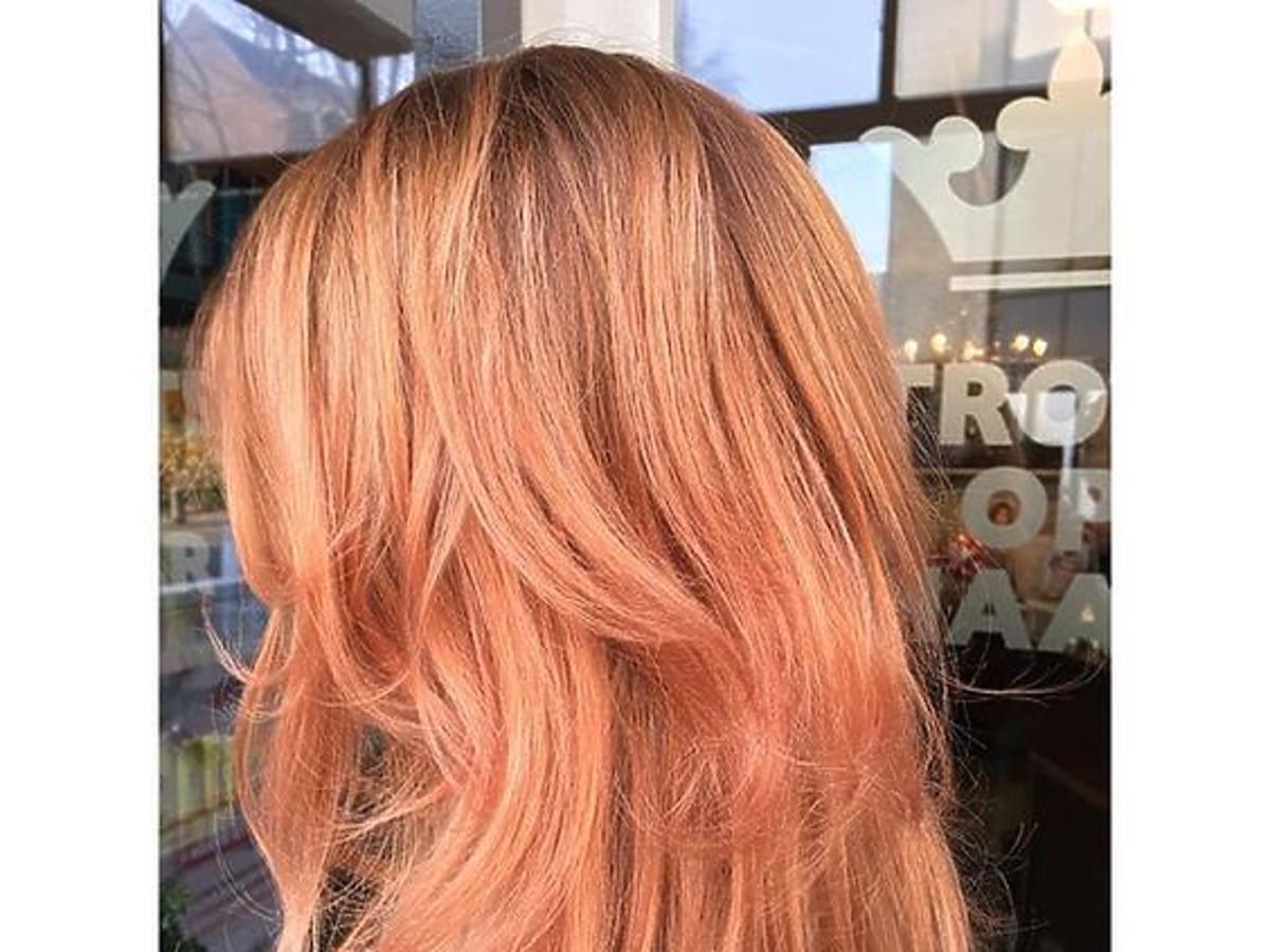 Włosy w kolorze Ginger peach