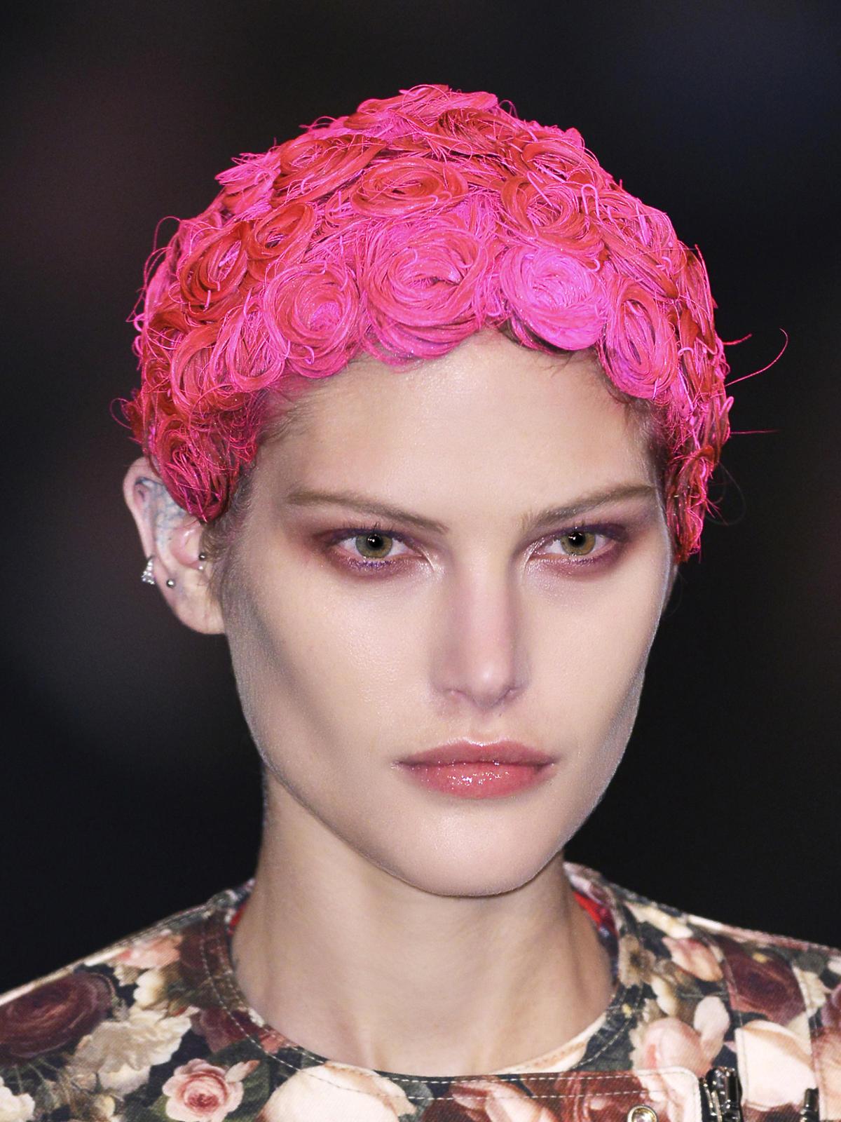 Zwariowane i sceniczne, Givenchy