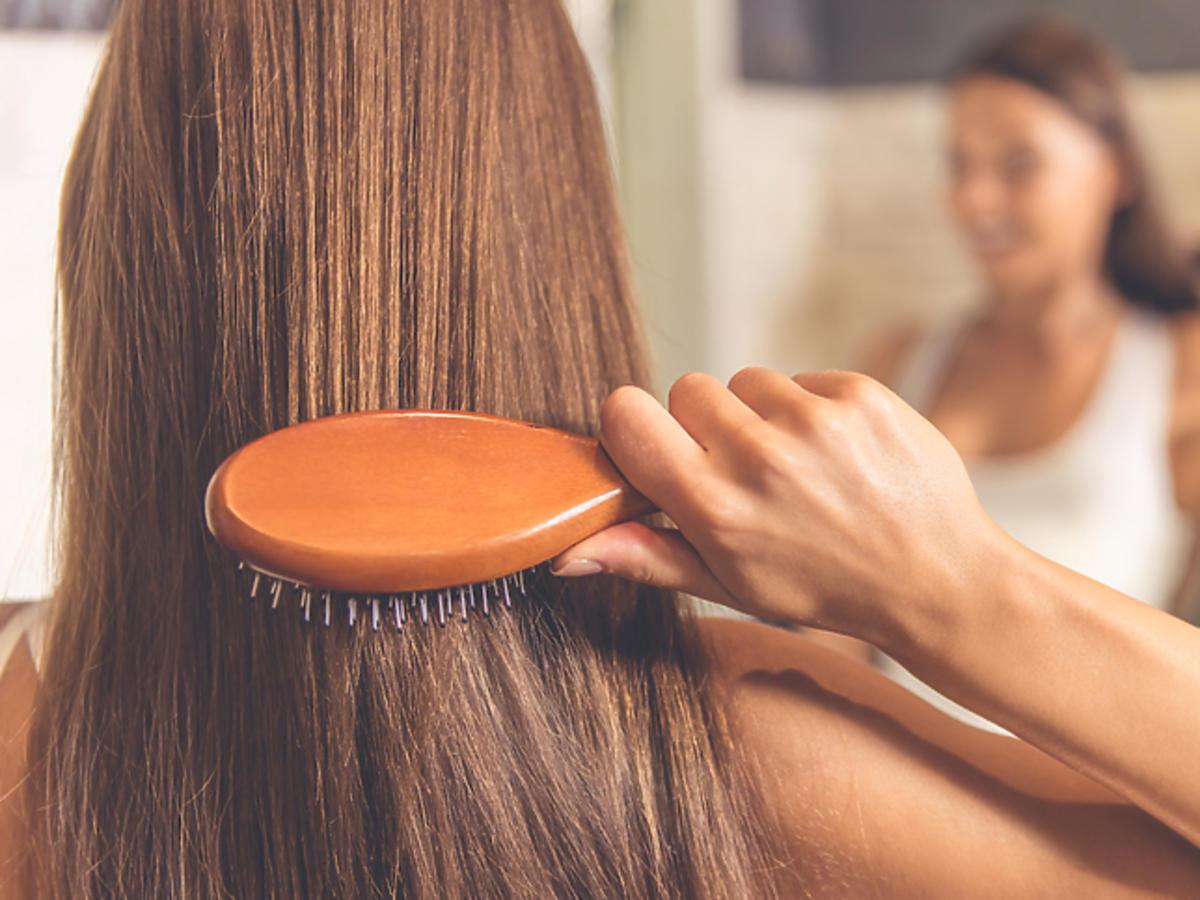 Rozprowadź maskę dokładnie na włosach
