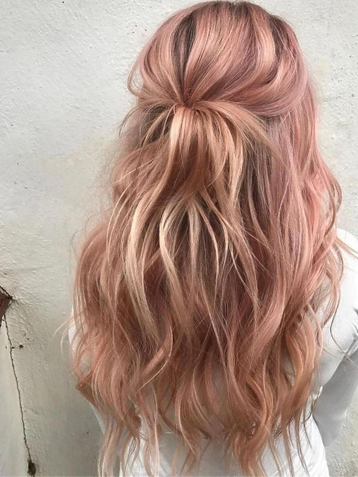 Modne kolory włosów 2020 - pastelowe włosy