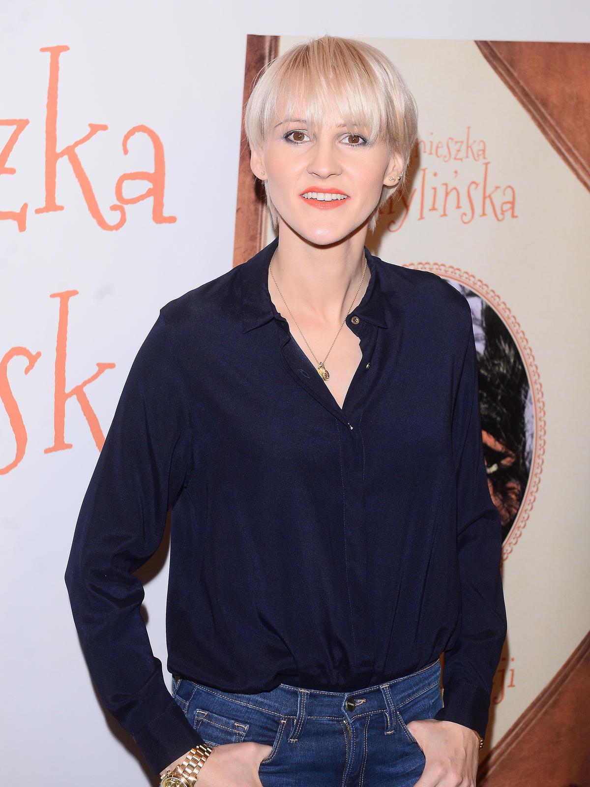 Agnieszka Chylińska w prostych, blond włosach