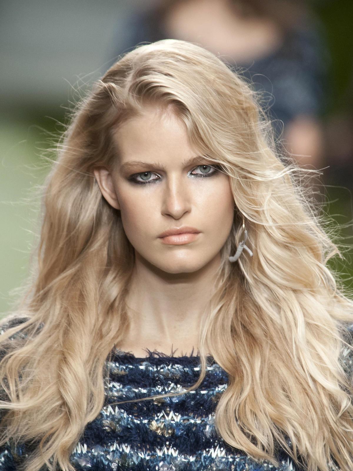 Falowane blond włosy na wiosnę 2014, Unique