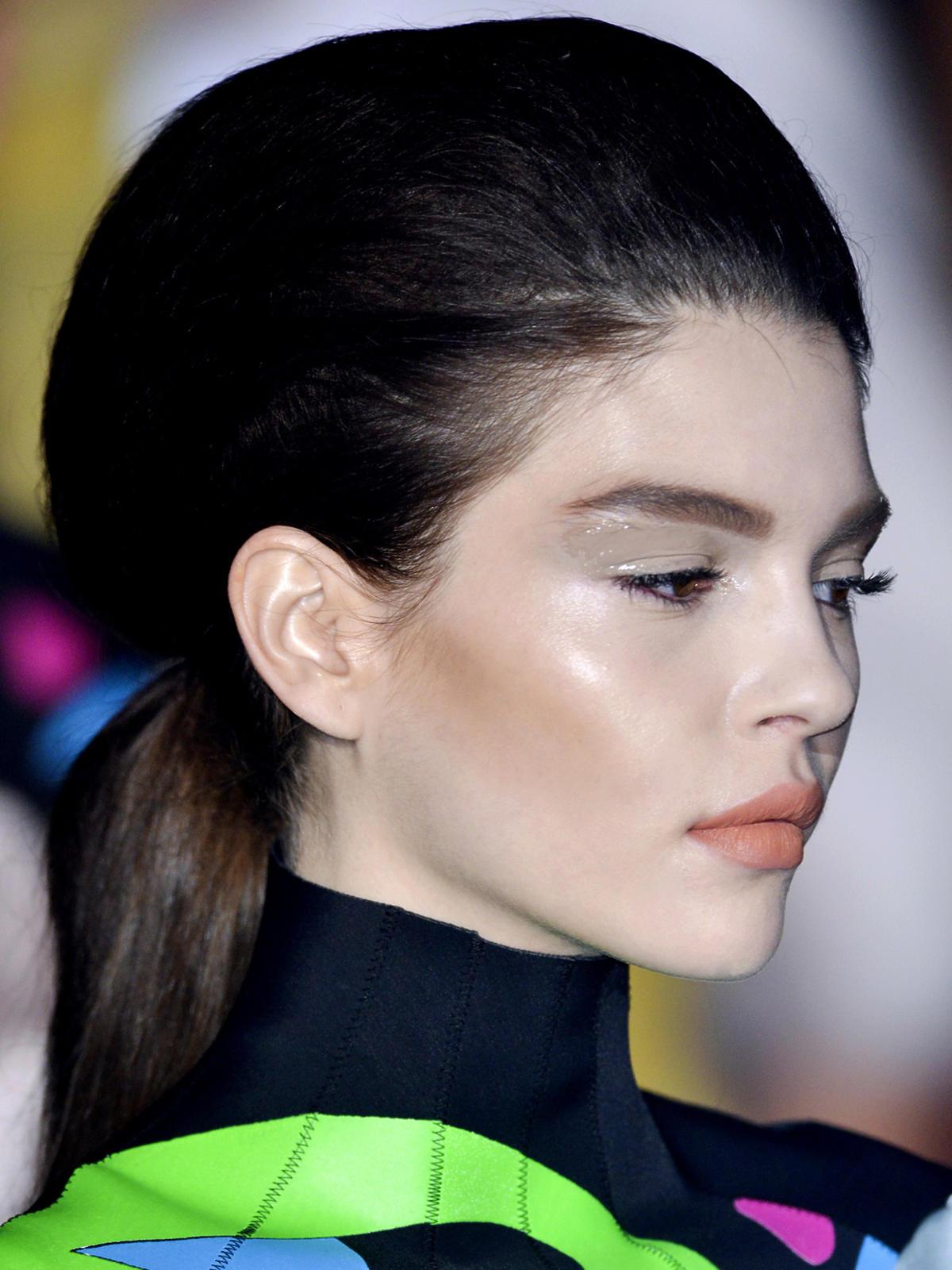 Retro fryzura Mugler, jesień 2013