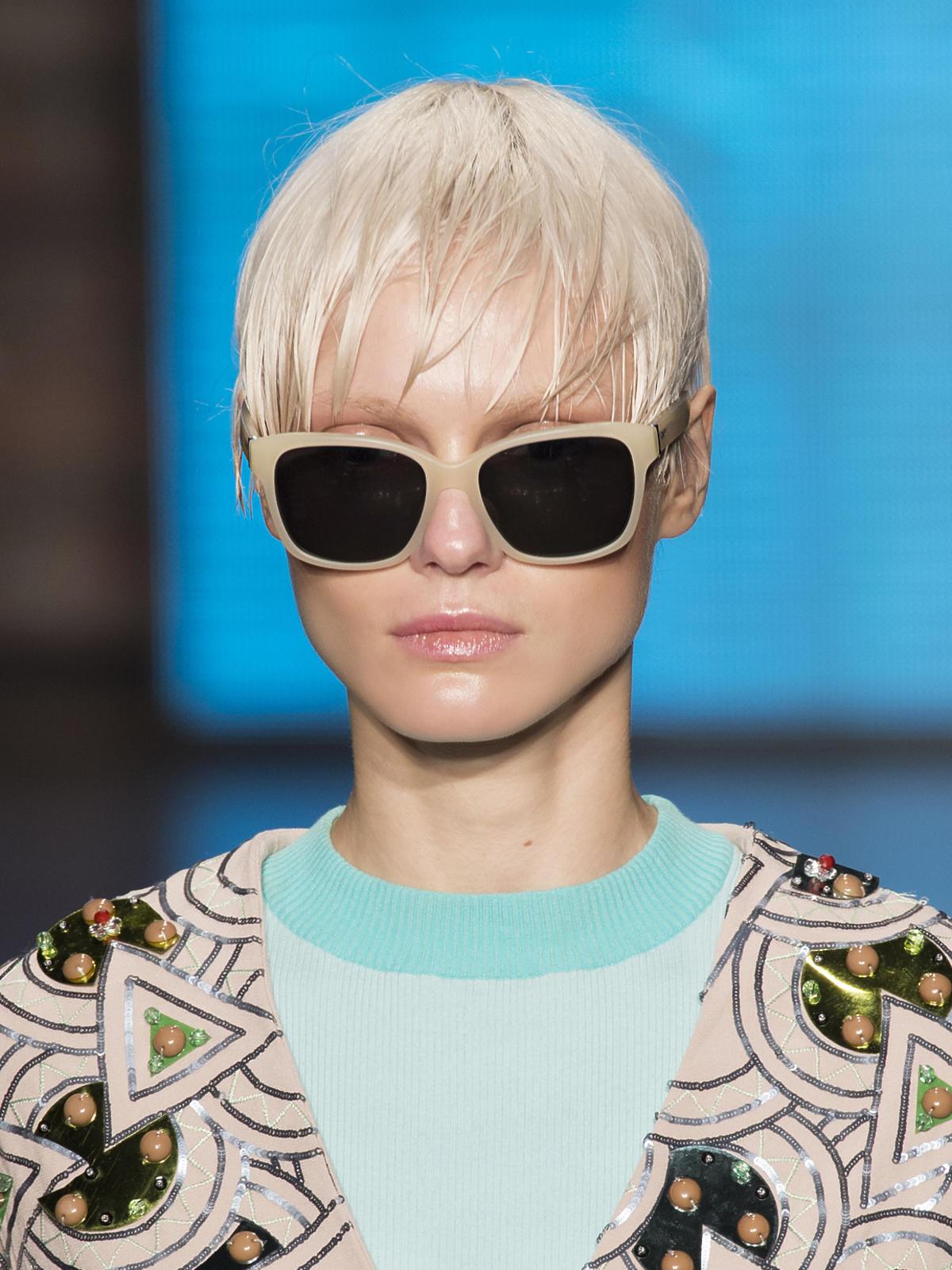 Krótkie blond włosy na wiosnę 2015, DKNY