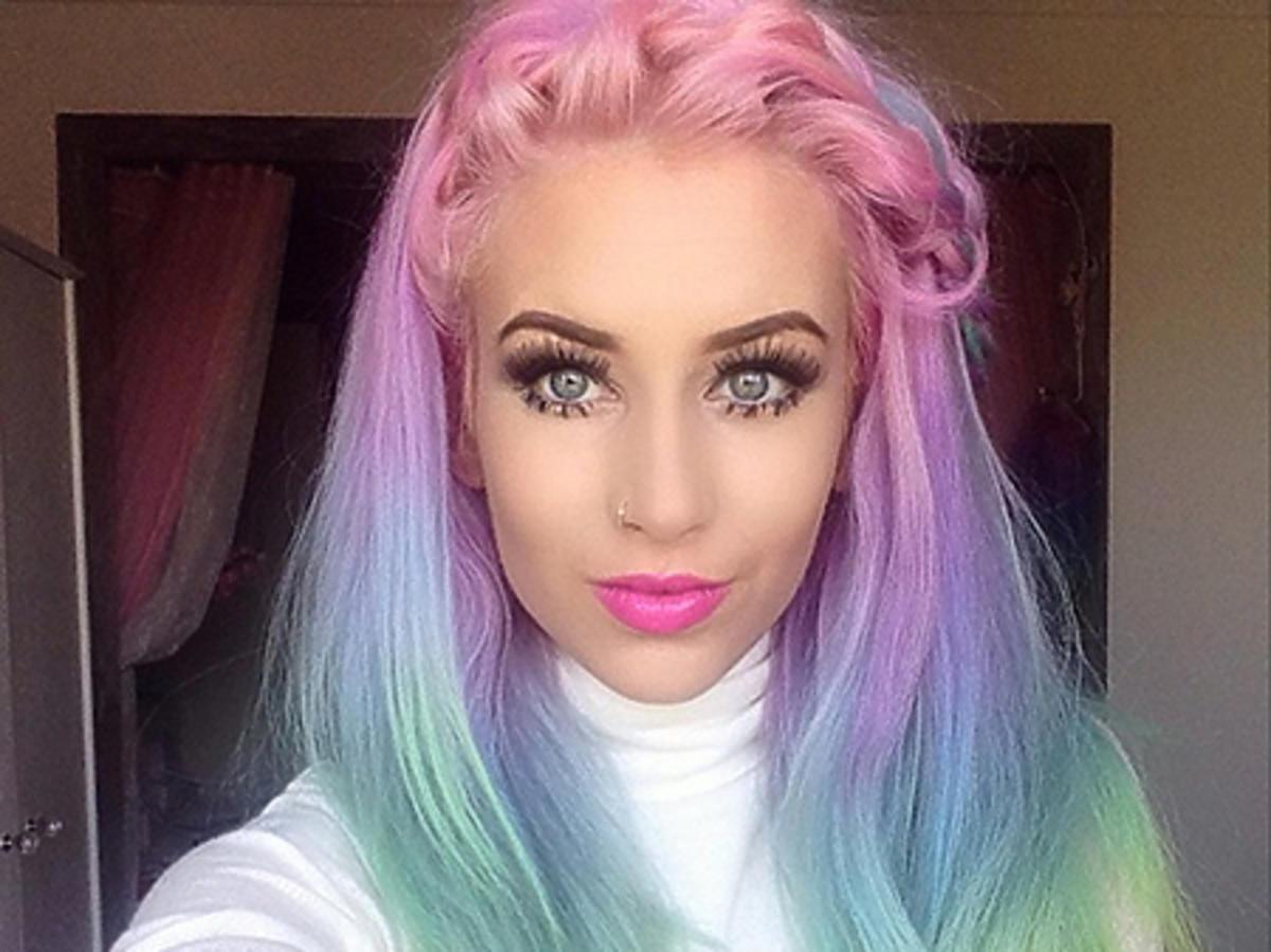 Włosy w kolorach tęczy