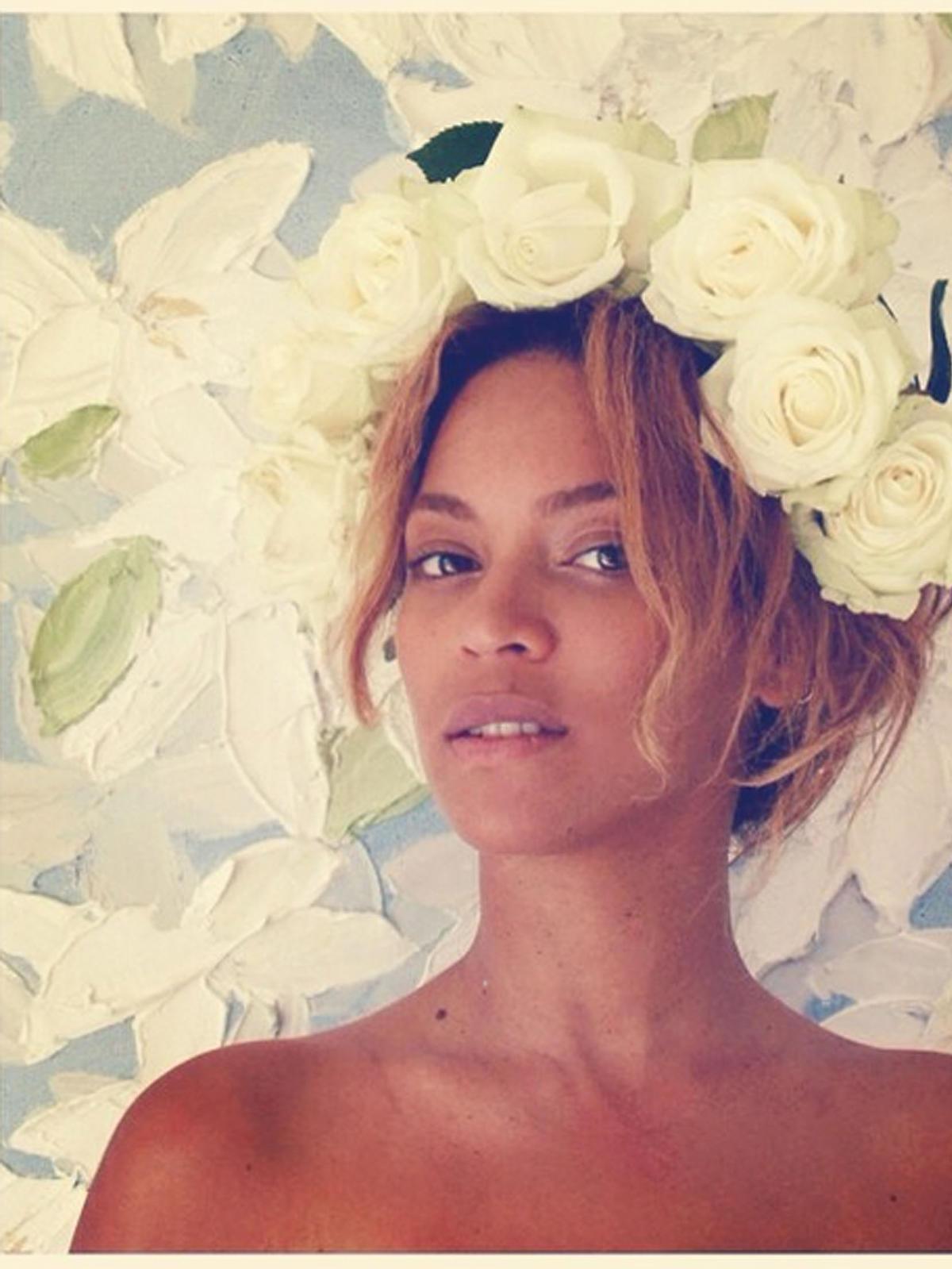 Beyonce Knowles w kwiatowym wianku