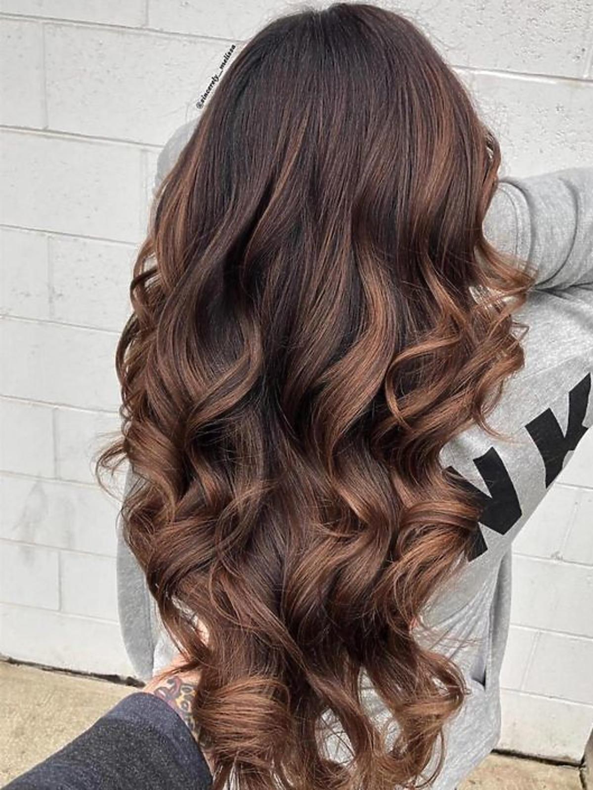 Sombre na brązowych włosach