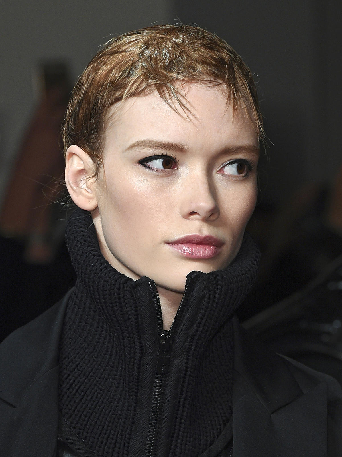 Krótkie włosy Jackie JS Lee - trendy we fryzurach na jesień 2015