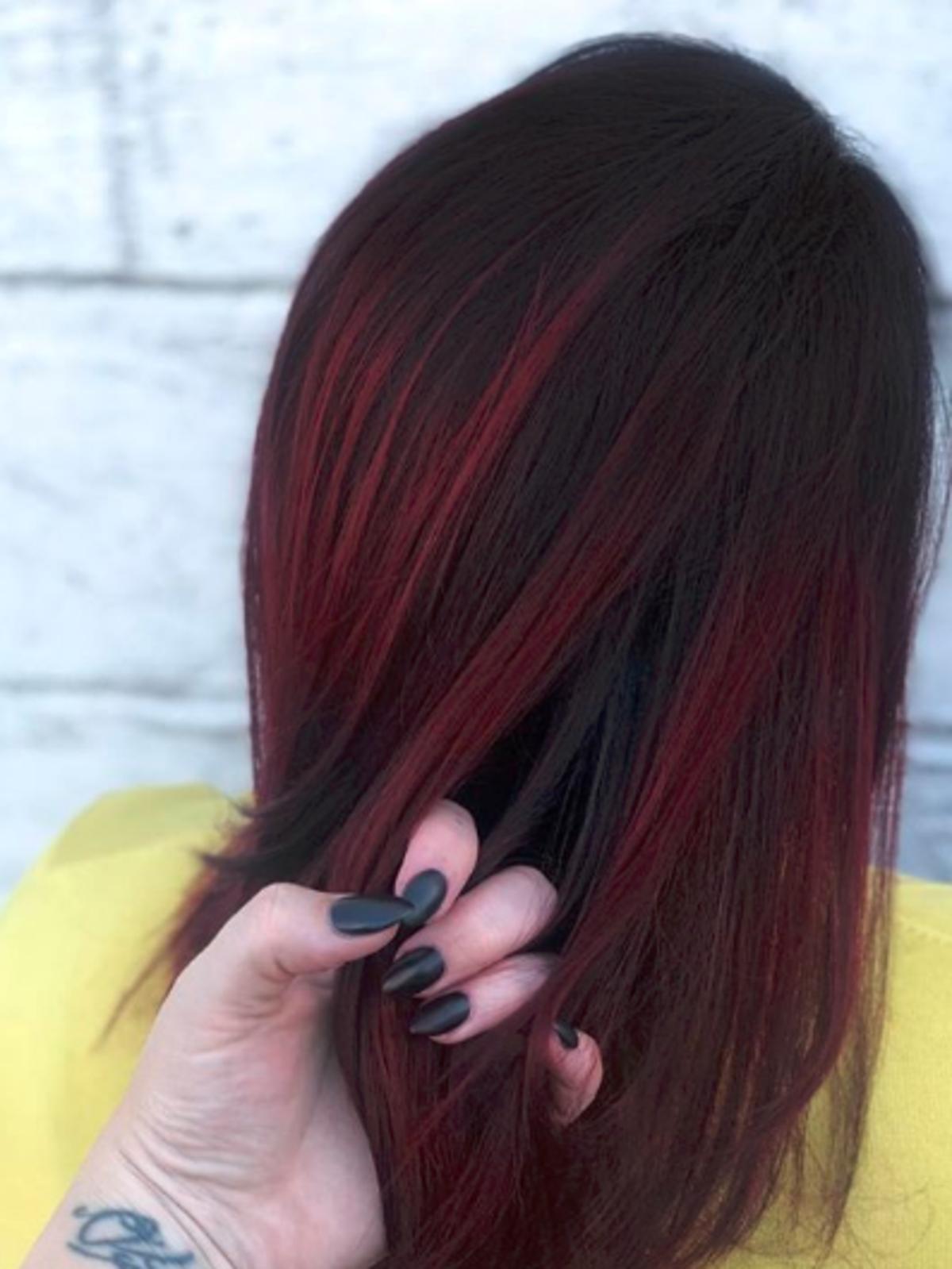 Włosy w kolorze ciasta red velvet