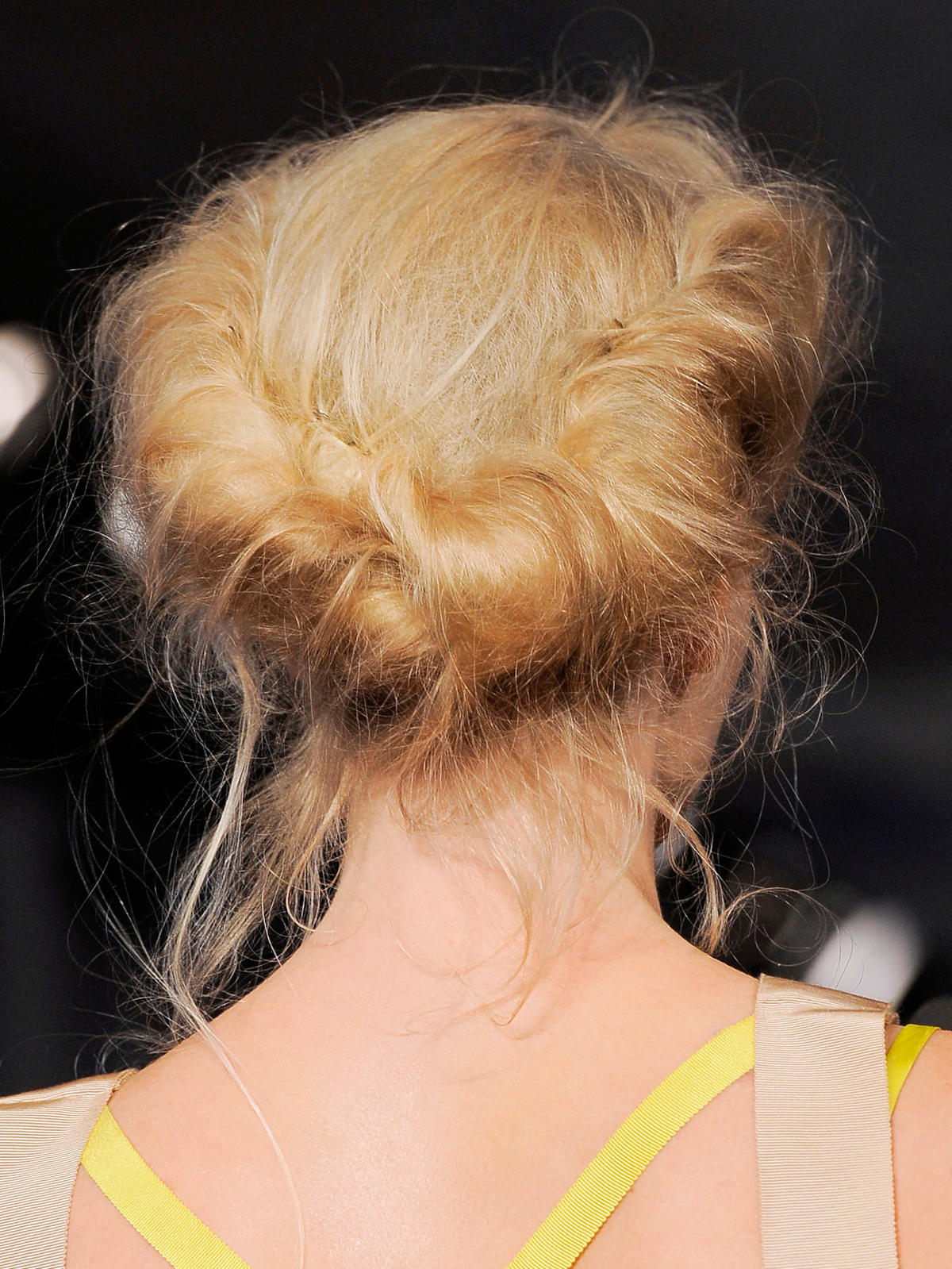 Elegancko upięte włosy na wakacje 2014, Dinnigan