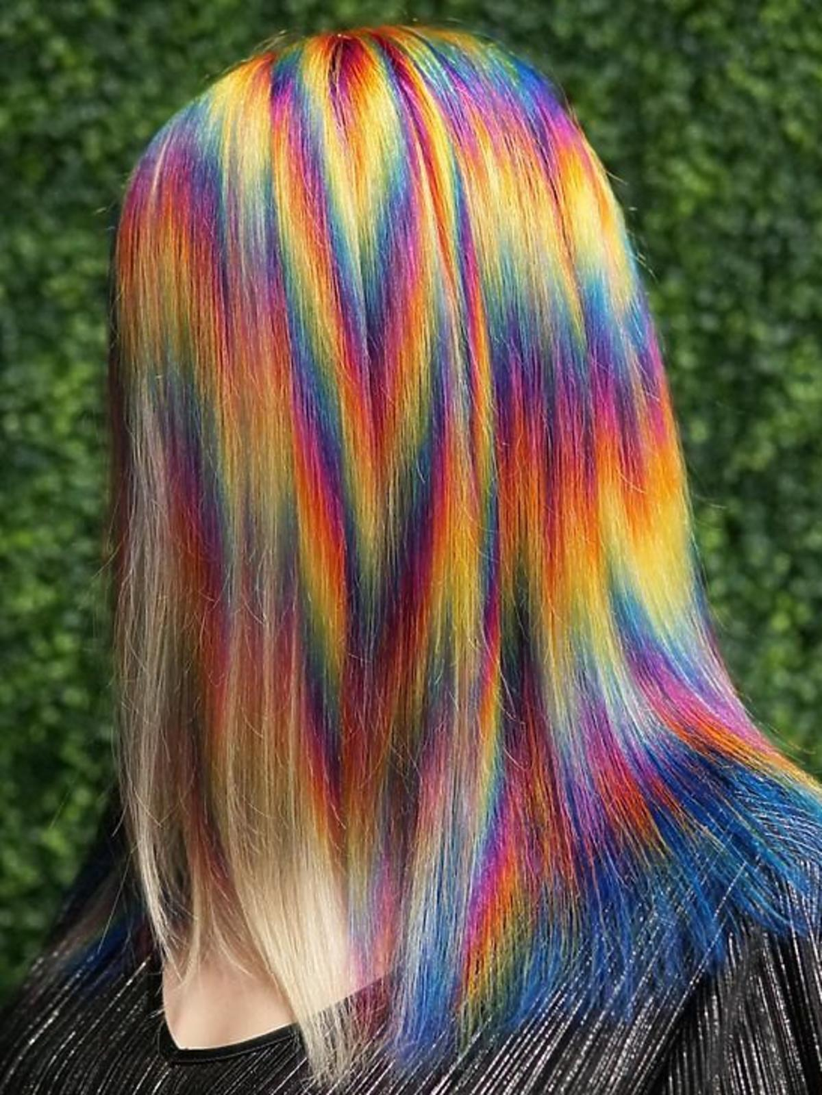 Szalona koloryzacja tie-dye