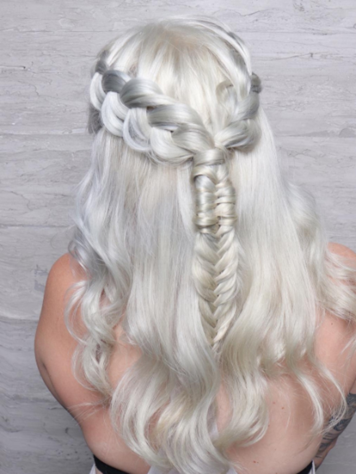 Włosy w stylu Khaleesi z serialu