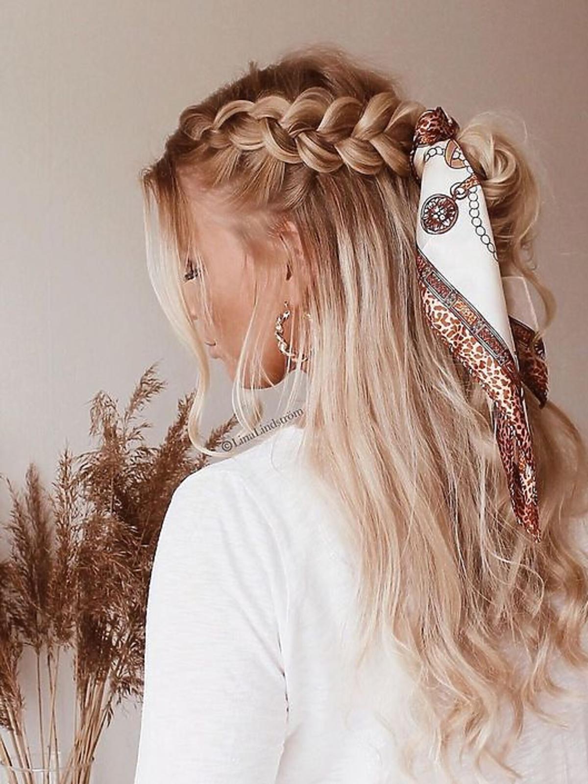 Warkocz - fryzura z modnym dodatkiem