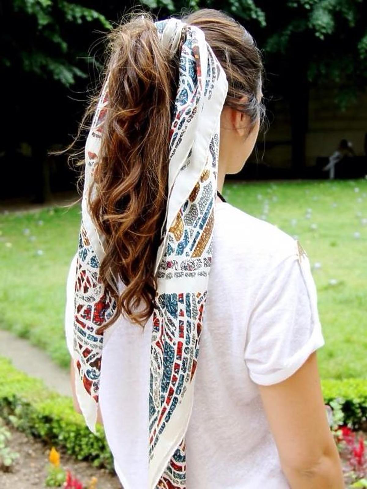 Chusta we włosach