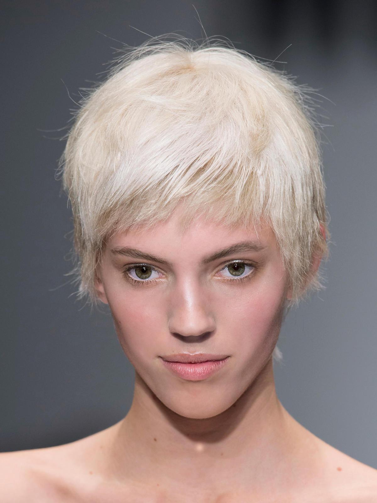 Platynowy blond Moschino na jesień 2014