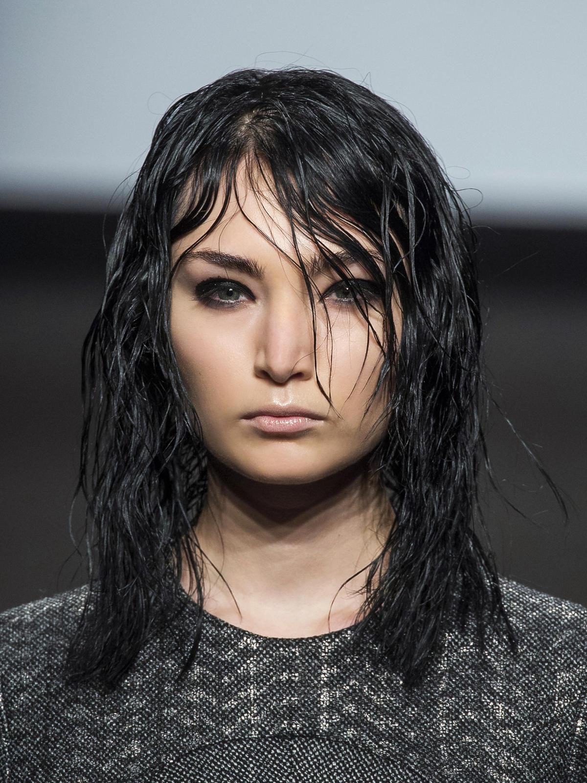 Półdługie włosy Grinko - trendy we fryzurach na jesień 2015