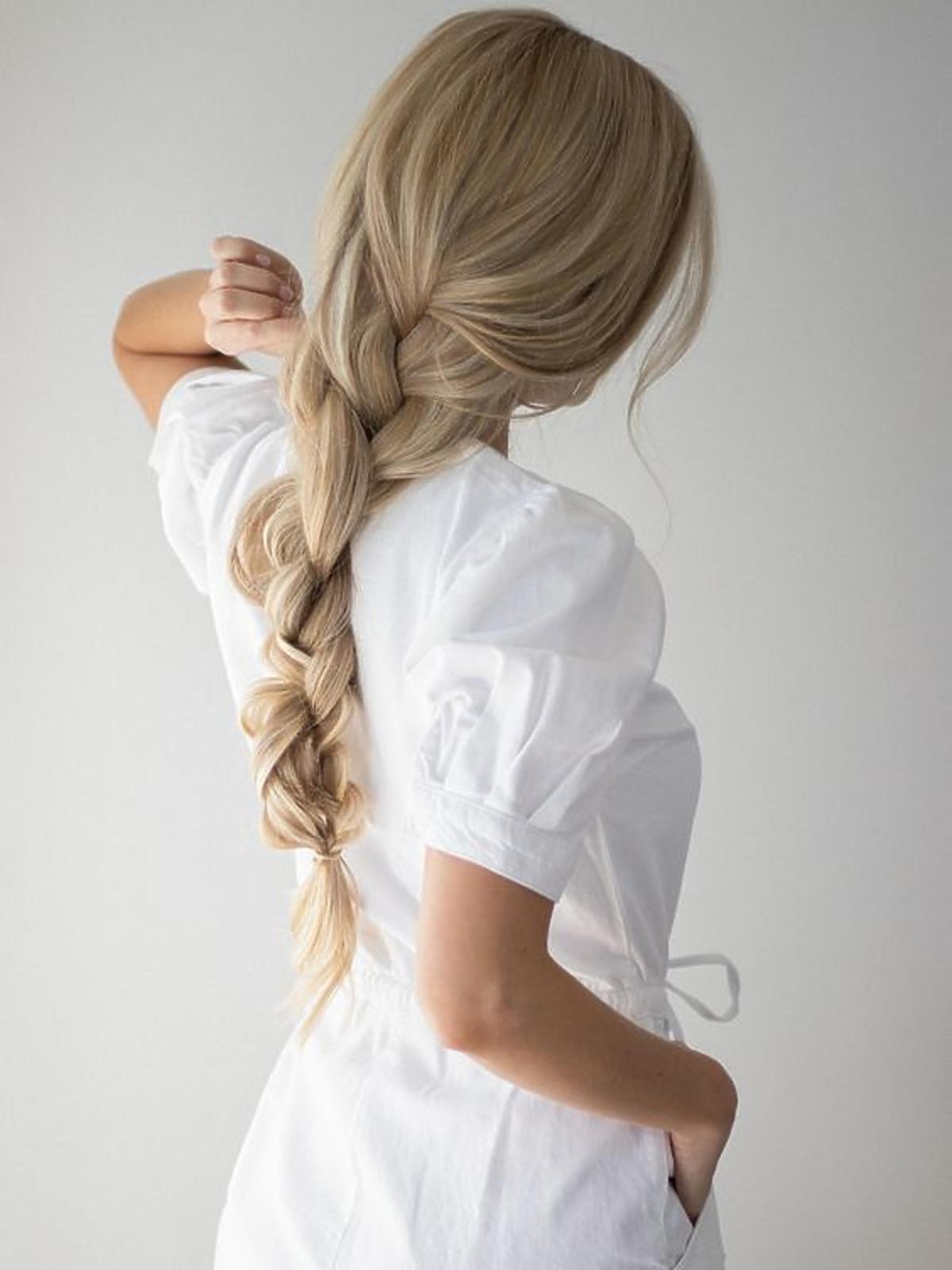 Warkocz - fryzura w stylu messy