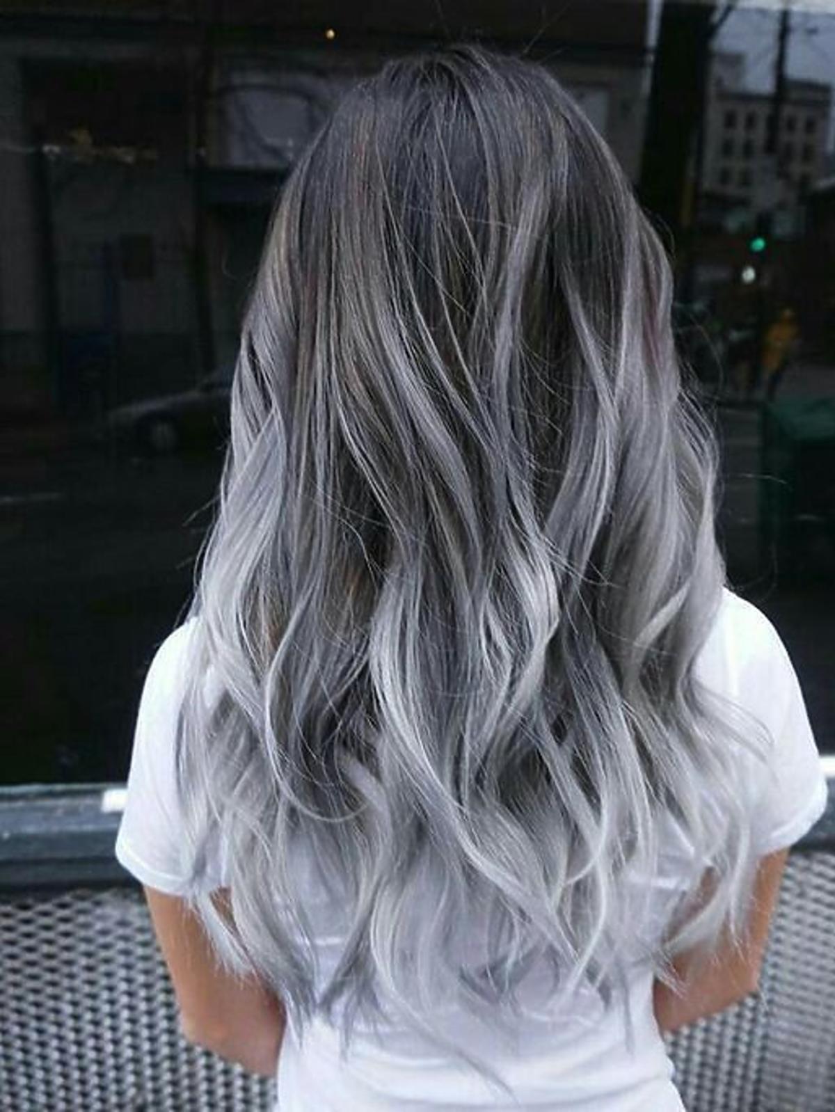 Siwe ombre na jasnych włosach