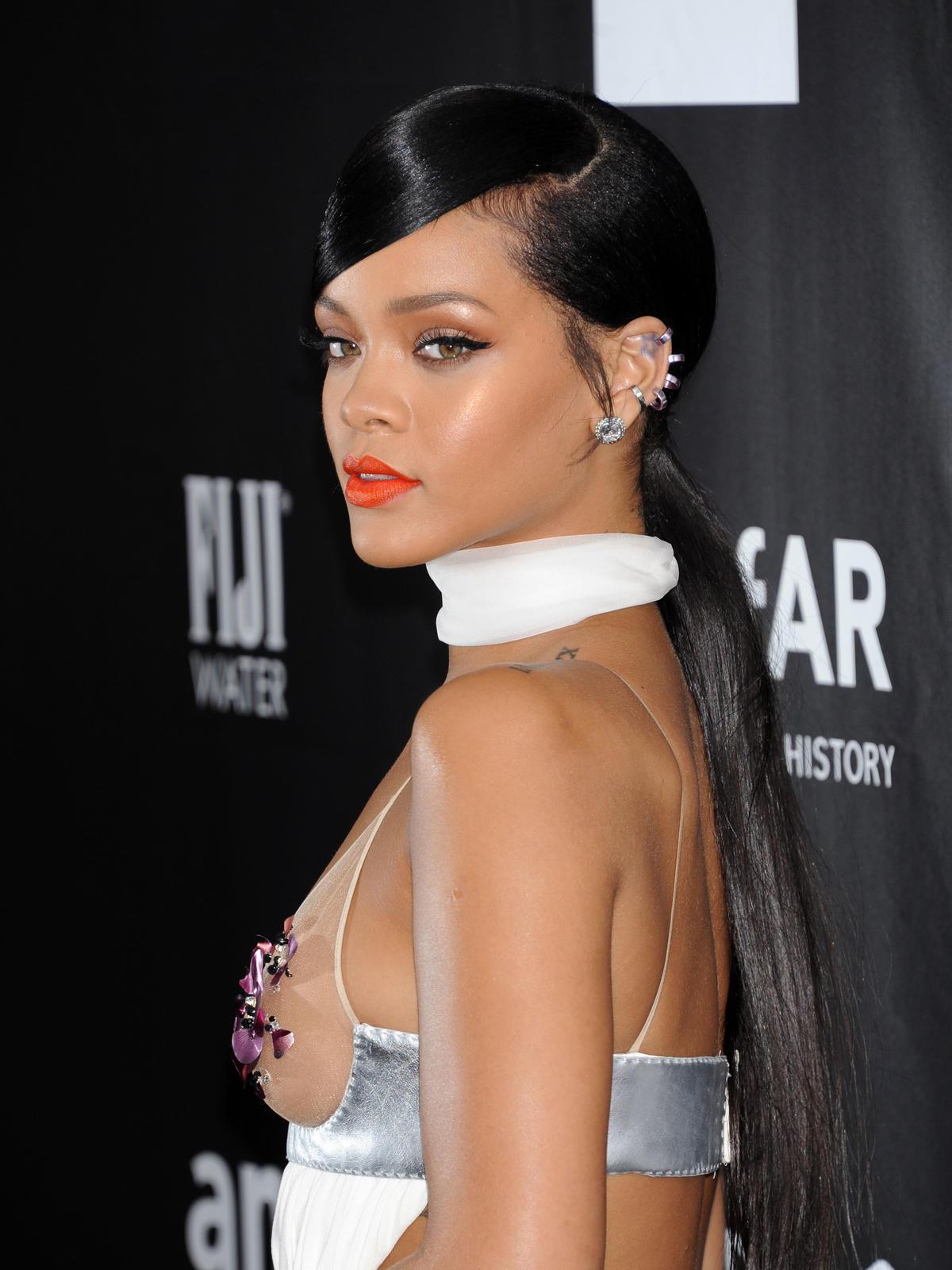 Kucyk na studniówkę, Rihanna