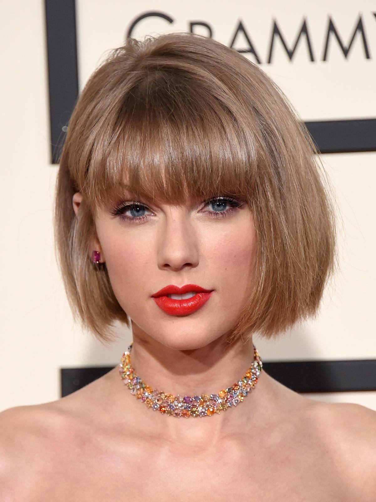 Krótkie włosy w stylu Taylor Swift