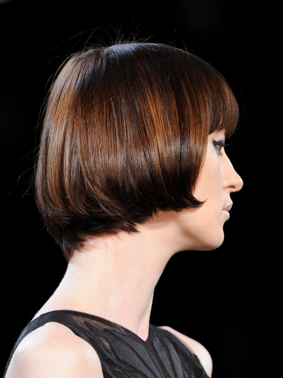 Krótkie włosy z brązowymi refleksami Siriano, lato 2014