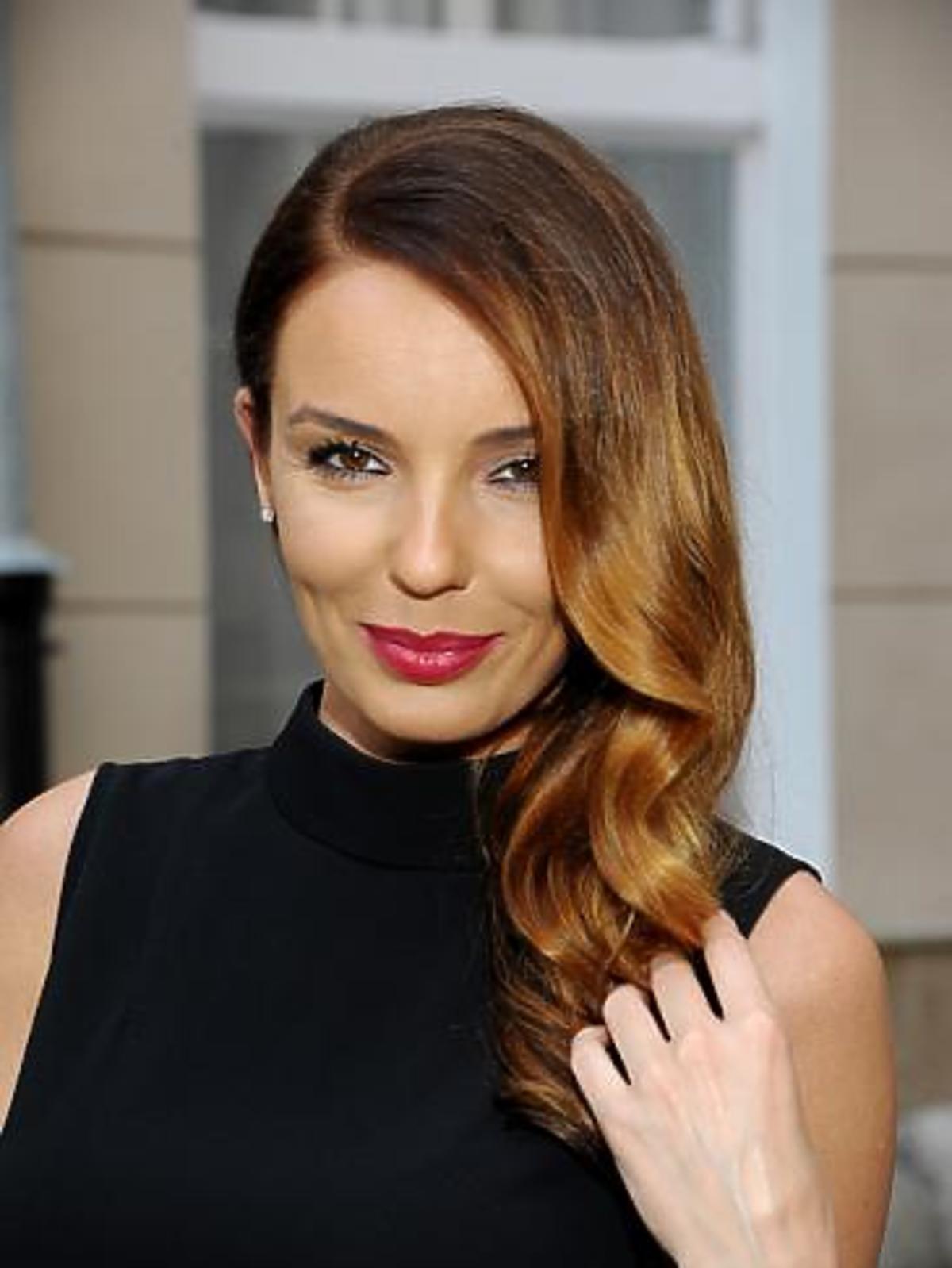 Agnieszka Włodarczyk w eleganckim wieczorowym wydaniu z kręconymi włosami