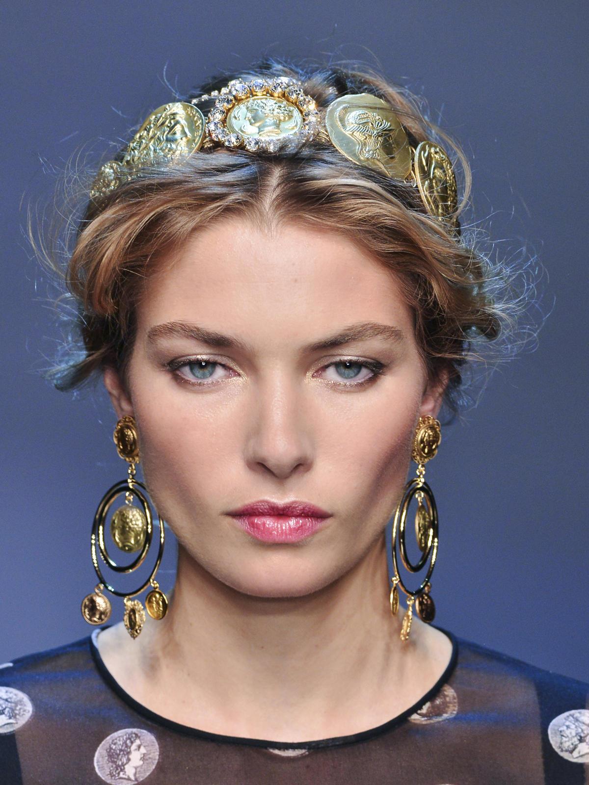 Upięcie z opaską na wiosnę 2014, Dolce&Gabbana