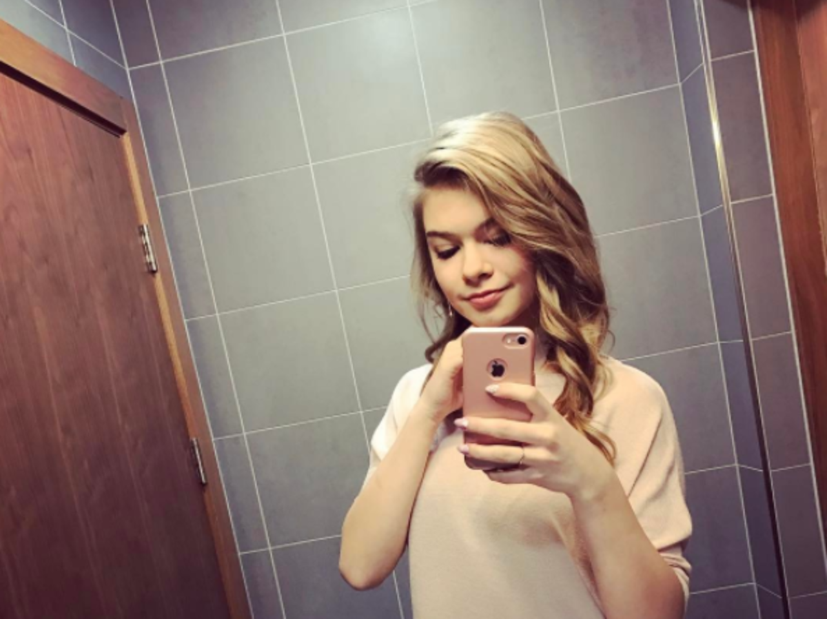 Julia Wróblewska przed zmianą koloru włosów