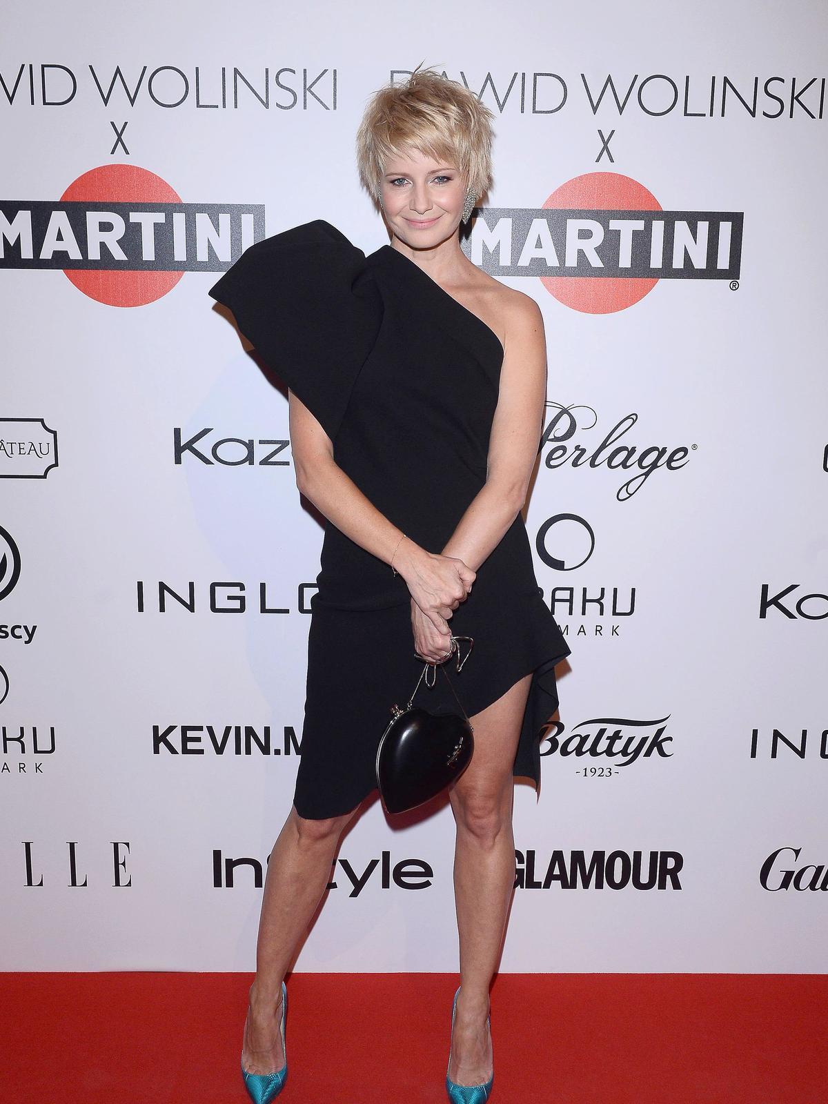 Małgorzata Kożuchowska w czarnej asymetrycznej sukience