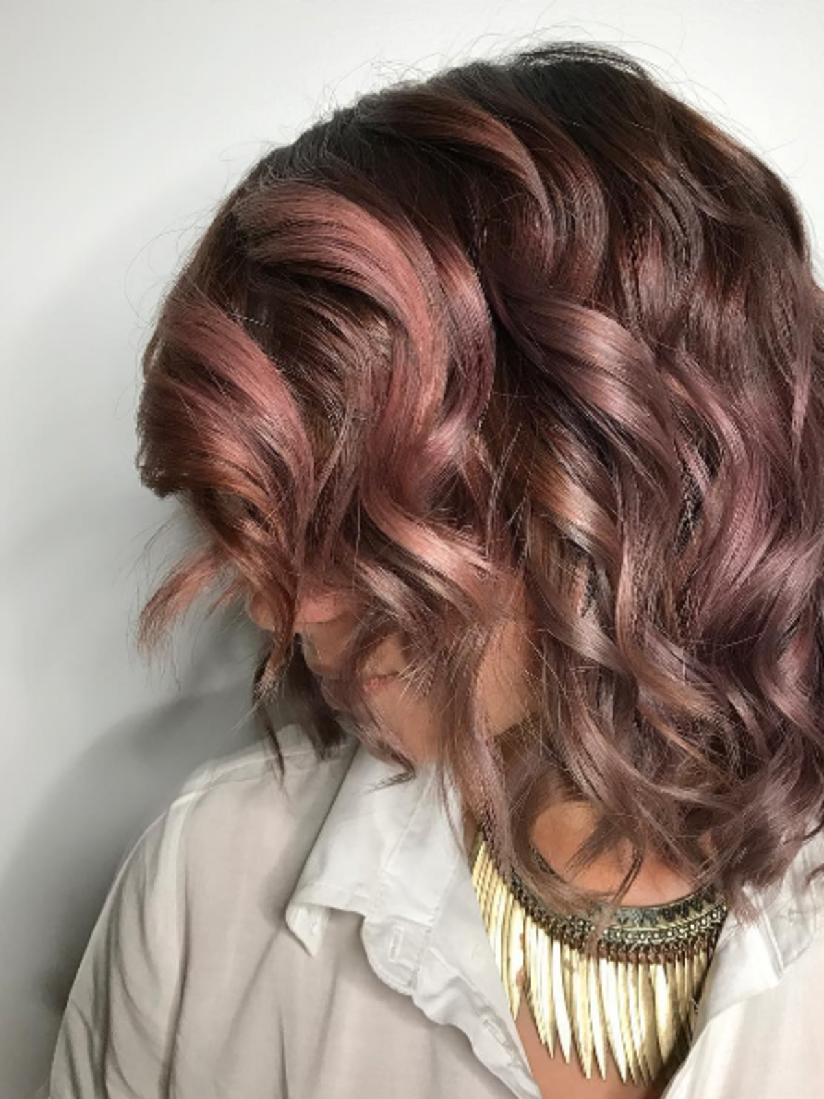 Włosy w kolorze chocolate mauve