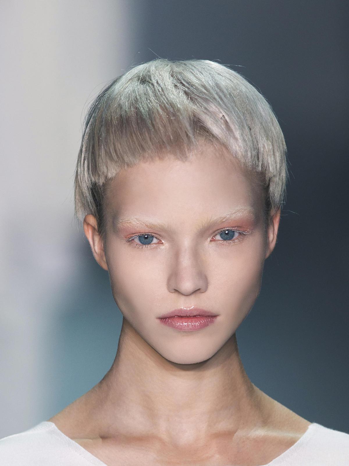 Krótki platynowy blond na wiosnę 2015, Ackermann