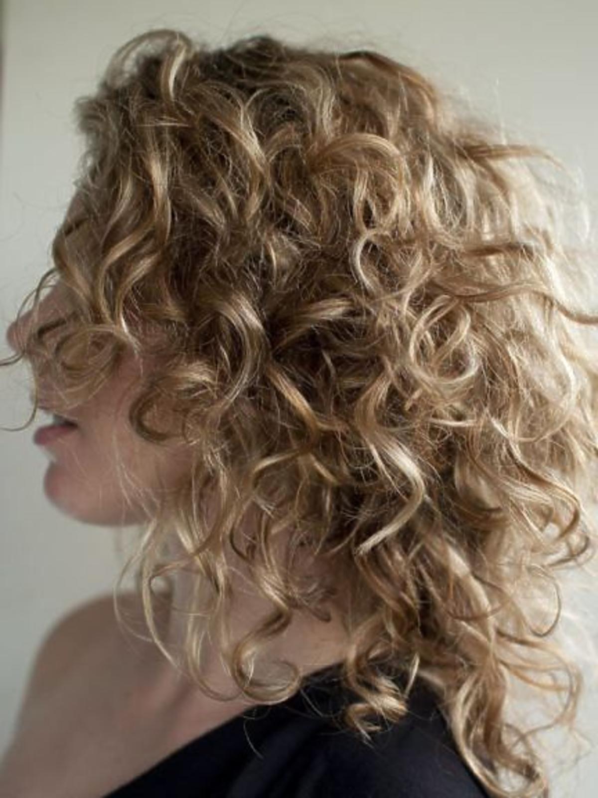 Obcinanie kręconych włosów