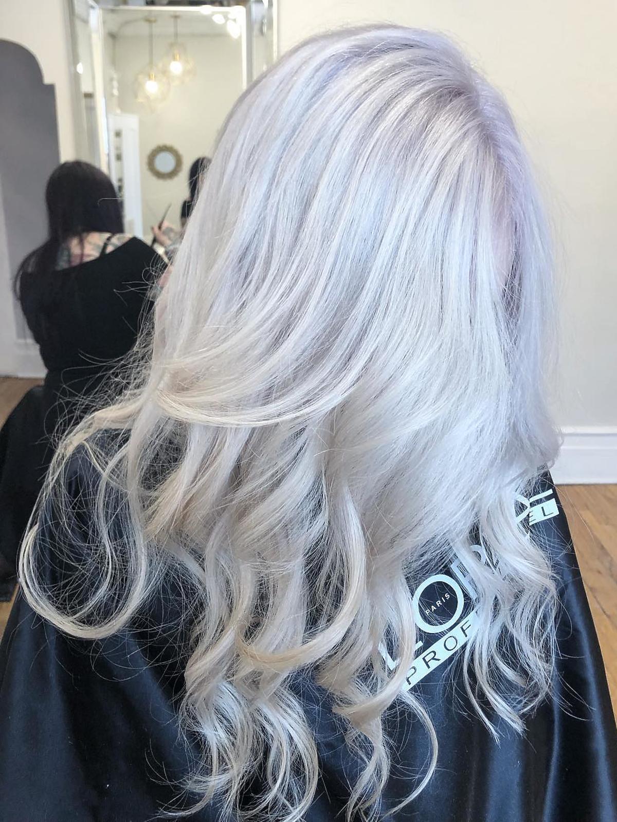 Koloryzacja snow-bunny blond