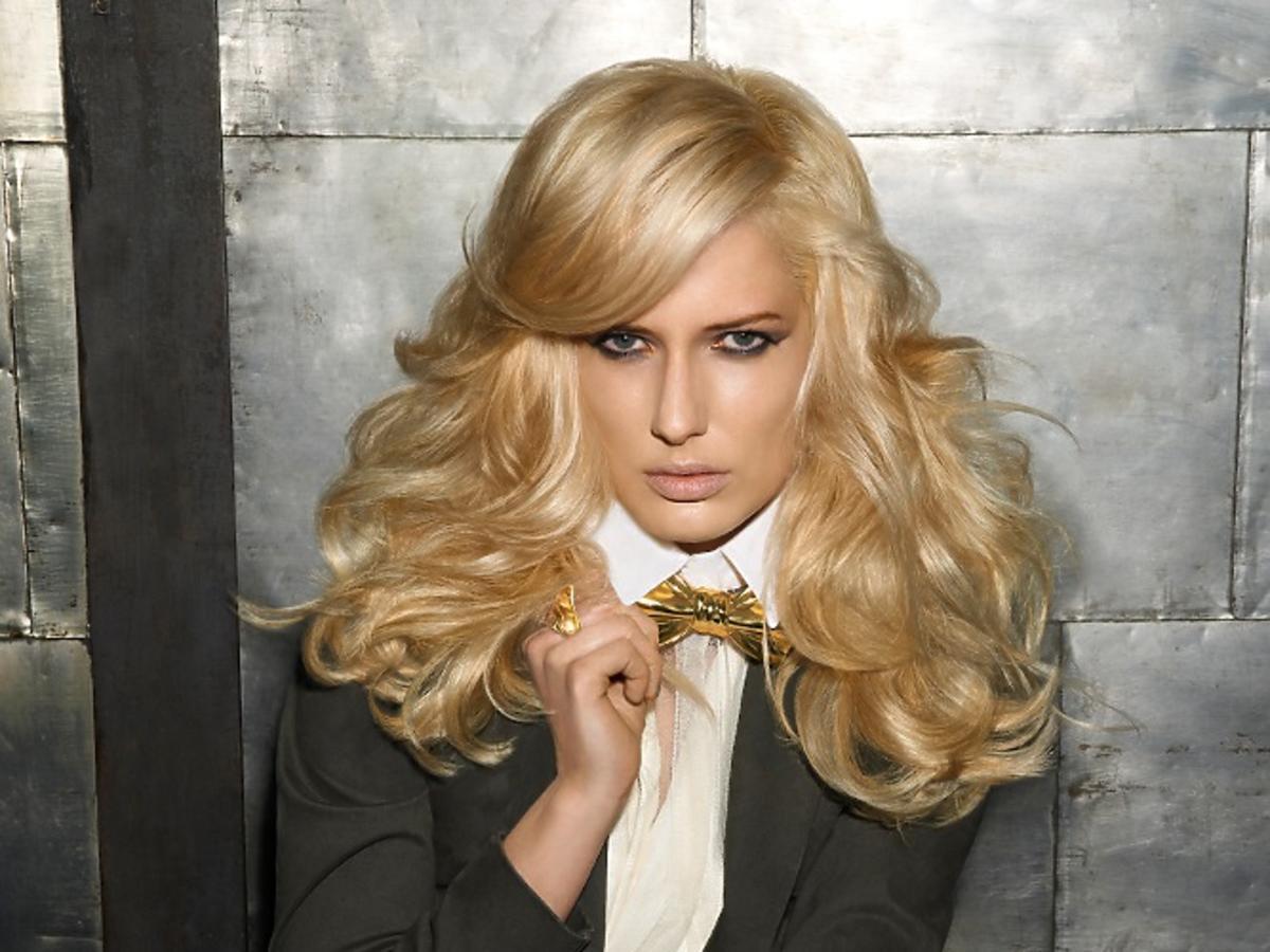 Gęste, wycieniowane włosy z grzywką KMS California na wiosnę 2014