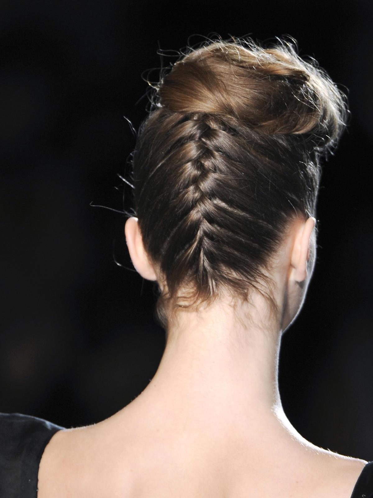 Mischka, fryzura z dobieranym warkoczem, jesień 2013
