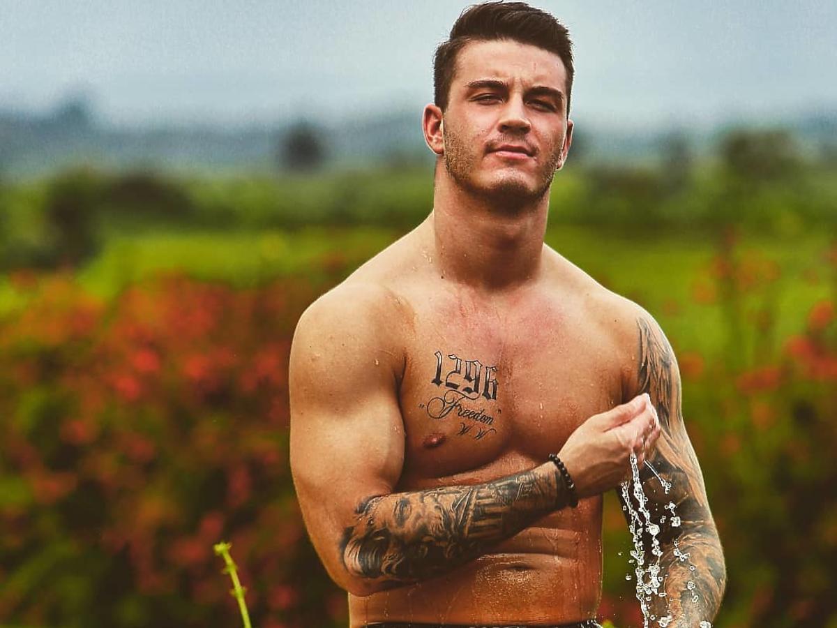 Adam z Hotelu Paradise w objęciach pięknej kobiety