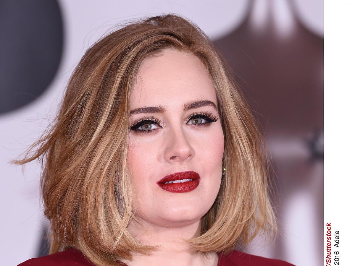 Adele pokazała się po zrzuceniu 50 kg - powiększyła też usta?
