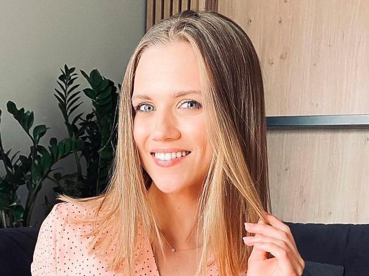 Agnieszka Kaczorowska w sukience z H&M, idealnej na  jesienno-zimowy sezon