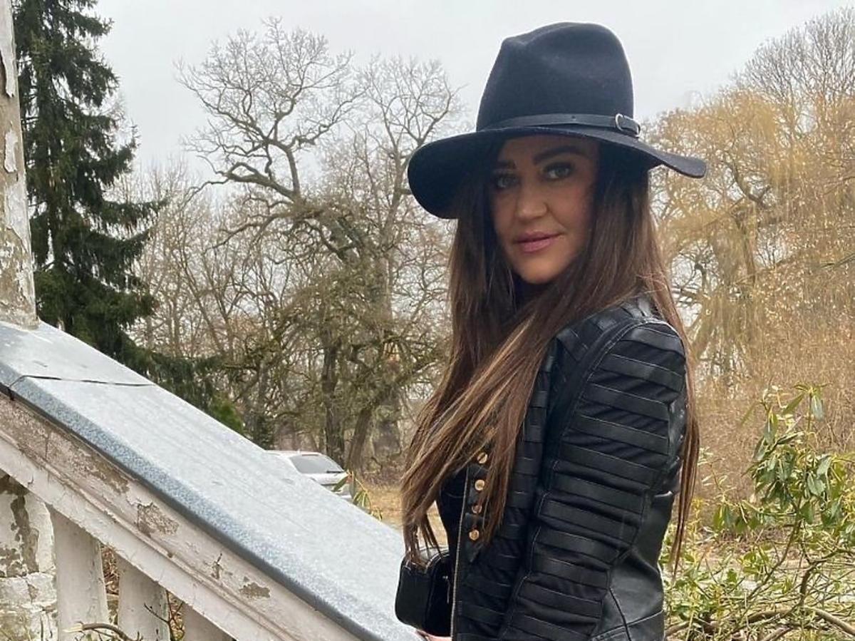 """Agnieszka Kotońska z """"Gogglebox"""" w czarnej stylizacji"""