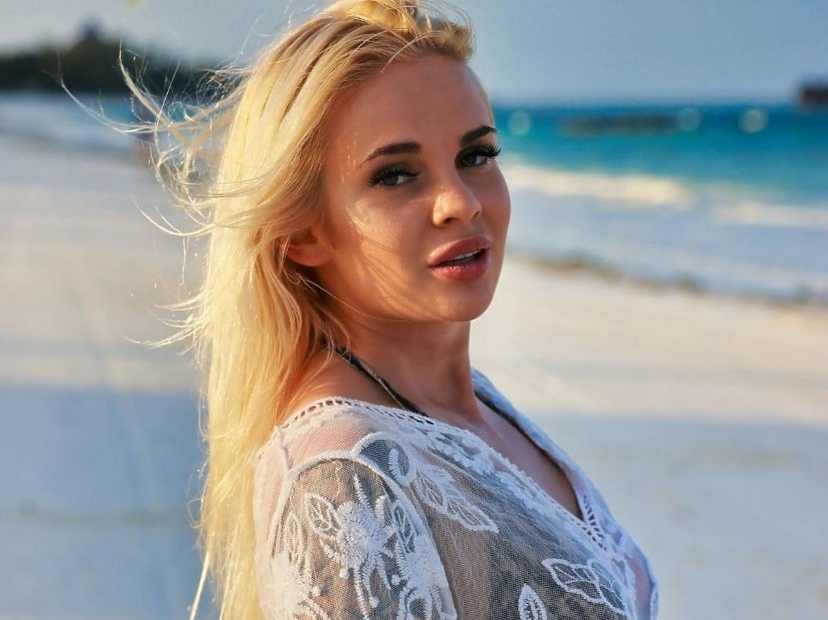 Aleksandra Hałabuda na plaży