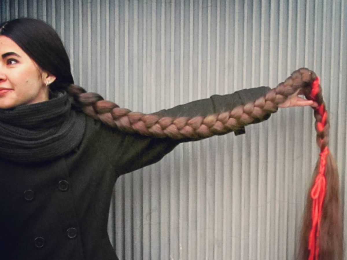 Aliia Nasyrova z włosami zaplecionymi w warkocz