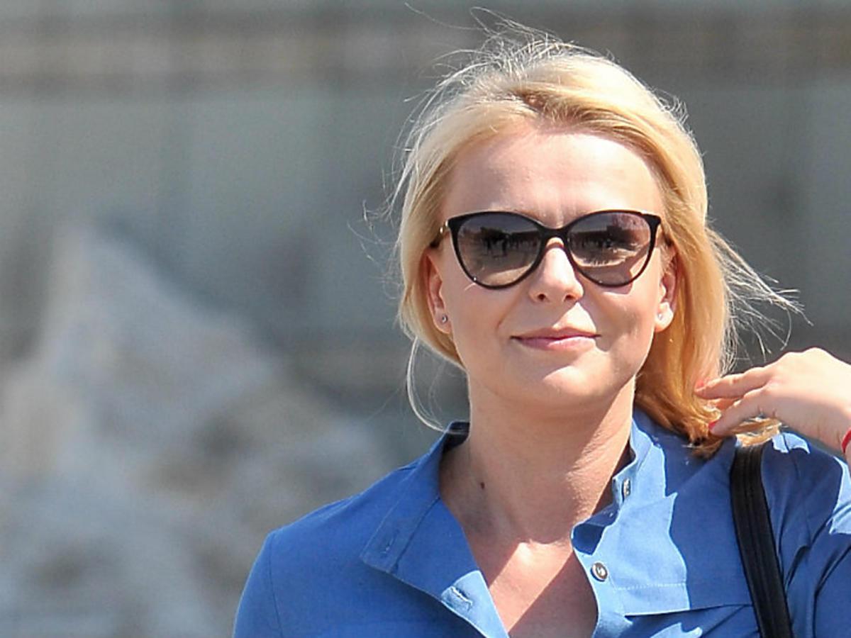 aneta zając blondynka w okularach przeciwsłonecznych