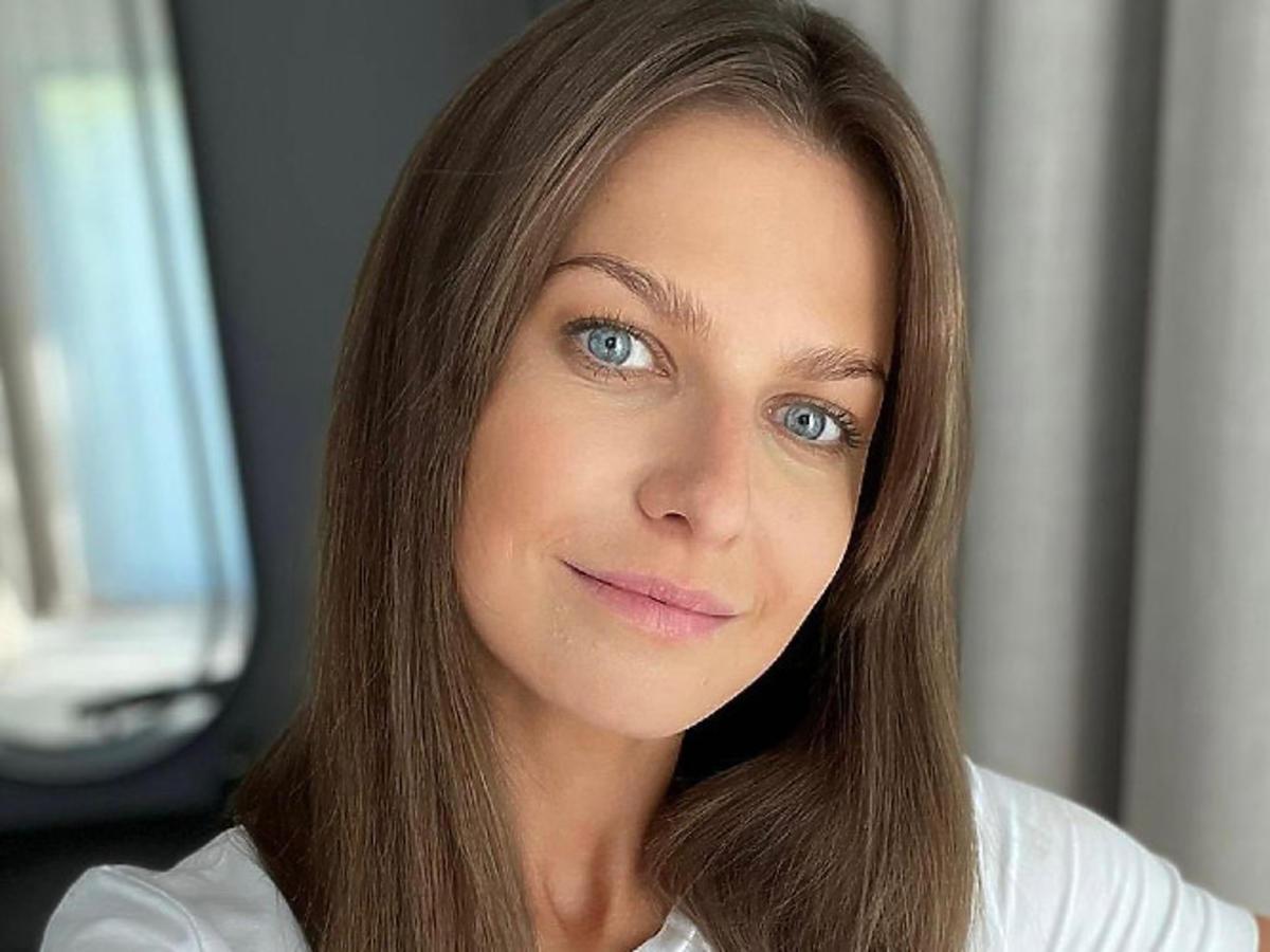 Anna Lewandowska w modnej marynarce